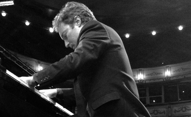 Daniel Ligorio plays at the Theater Cervantes of Málaga